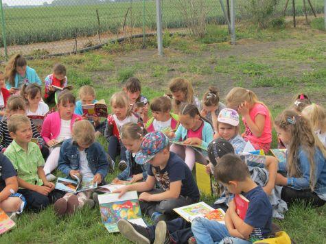 czytanie na trawie 2